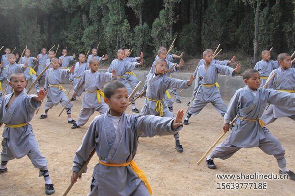 嵩山少林寺武校学生武术课程学习