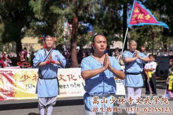 少林寺武术学校街头表演