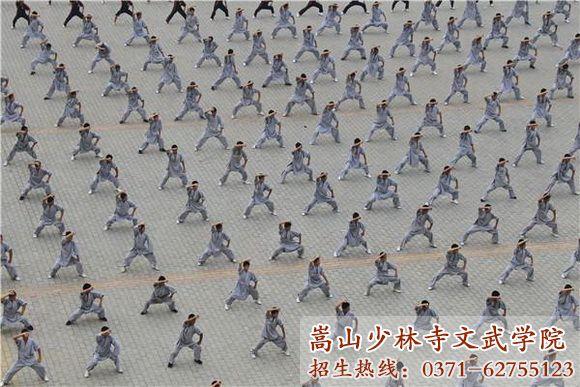 少林寺武术学校学员练功