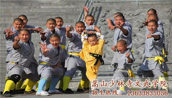 嵩山少林文武学校的学员在习武