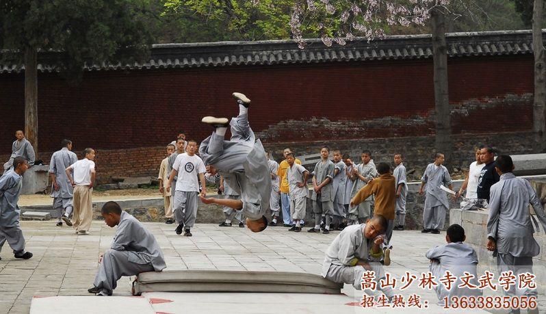 少林寺武术学校的校园在训练
