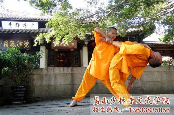 少林寺武术学校的学员在对练