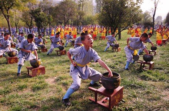 少林寺武校学员在训练
