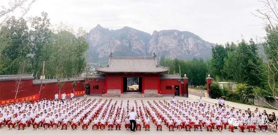 嵩山少林寺武术学校的学生在练武