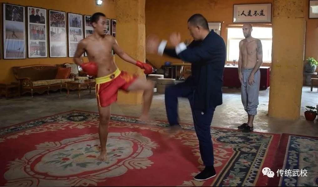 少林寺武术学校的学员在训练
