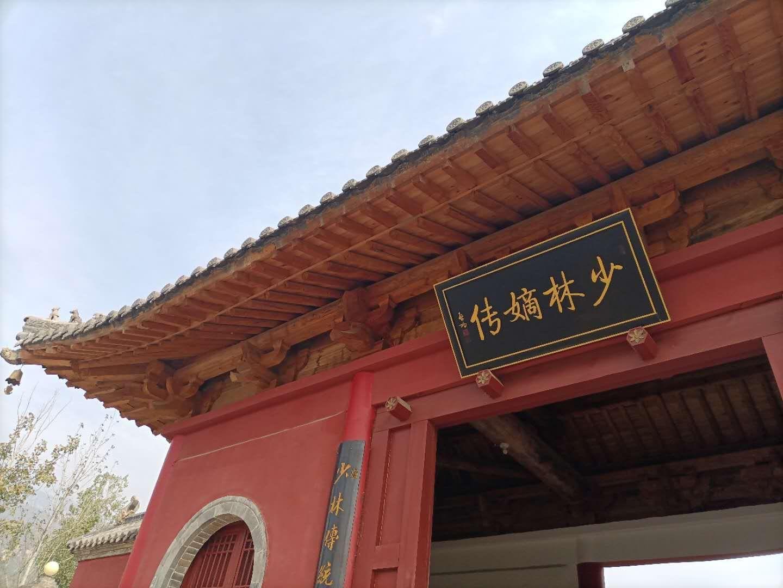 参加大型演出的嵩山少林寺武术学校学员