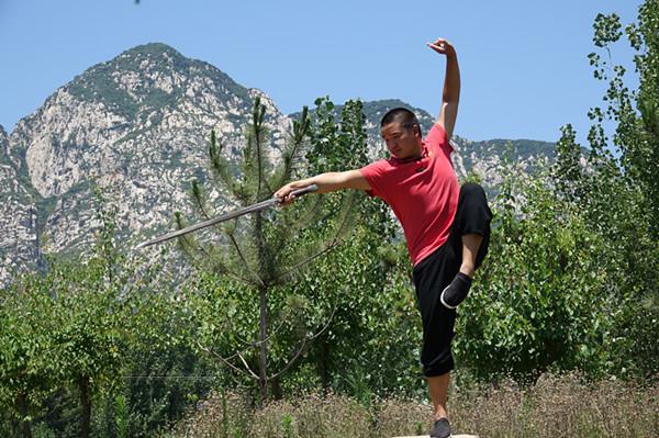 少林武术学校的学员在训练